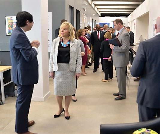 Gov Mary Fallin tours StarSpace46