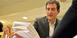 Shadid delivers petition signatures