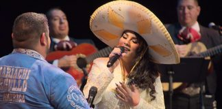 Cecilia Vargas sings a duet with Robert Ruiz