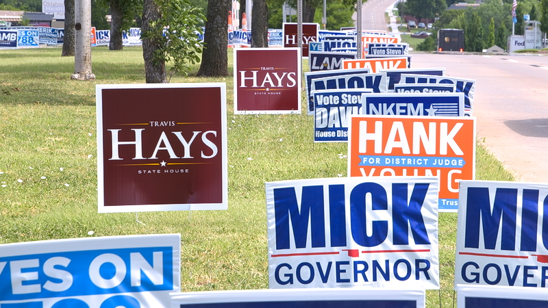 Campaign signs along Lincoln Blvd as early voting begins